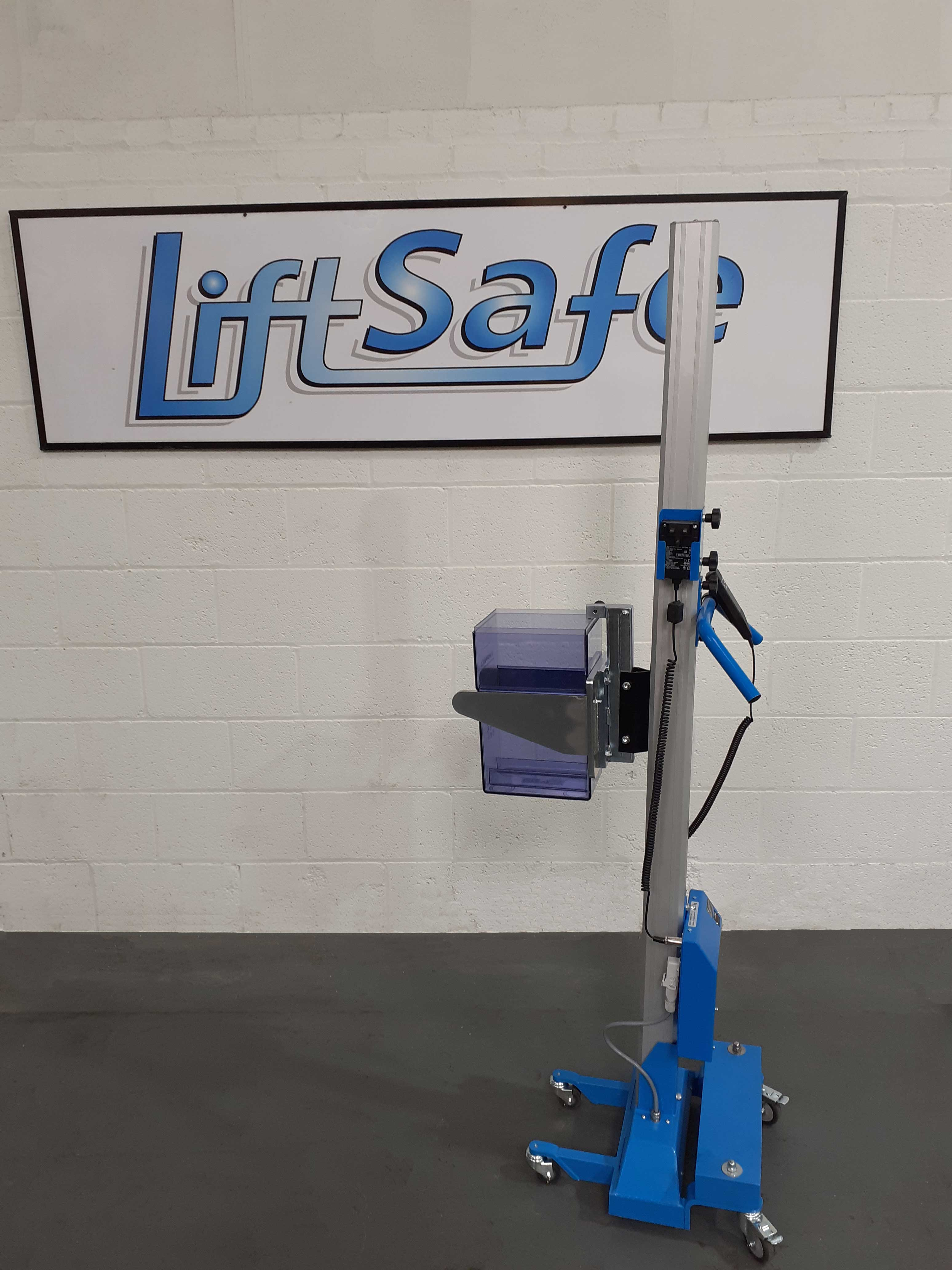 Electric Counterbalanced Battery Lifter
